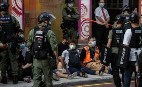 VIDEO. Proteste violente la Hong Kong. Aproape 300 de oameni au fost arestați