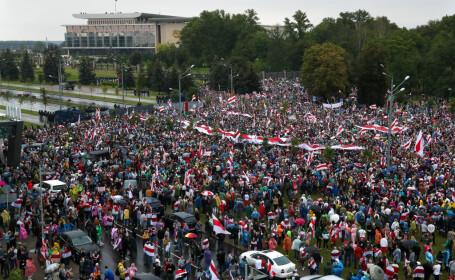 Protest uriaș în Minsk, împotriva președintelui Lukașenko. 633 de oameni au fost arestați