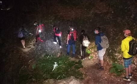 Șapte copii, coborâți de pe Valea Jepilor de salvamontiști. În ce stare sunt