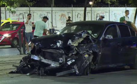 """Două mașini s-au ciocnit violent în București. """"Se întâmplă tot timpul accidente aici"""""""