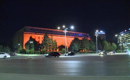 Zeci de clădiri din toată țara s-au colorat în portocaliu. Care este motivul