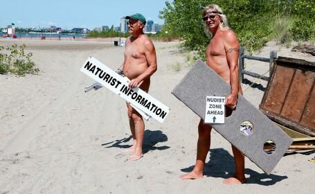 FOTO. Reacția unor imigranți când au ajuns cu barca pe o plajă de nudiști