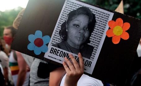 Un poliţist alb, inculpat în cazul morţii afro-americanei Breonna Taylor în SUA