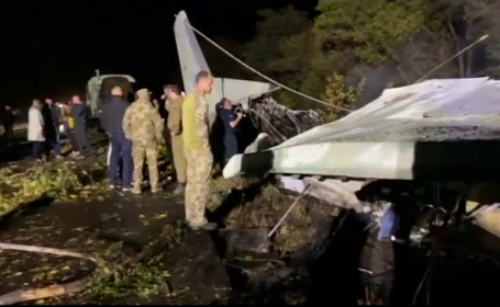 Un avion militar s-a prăbușit în estul Ucrainei. Cel puțin 22 de oameni au murit