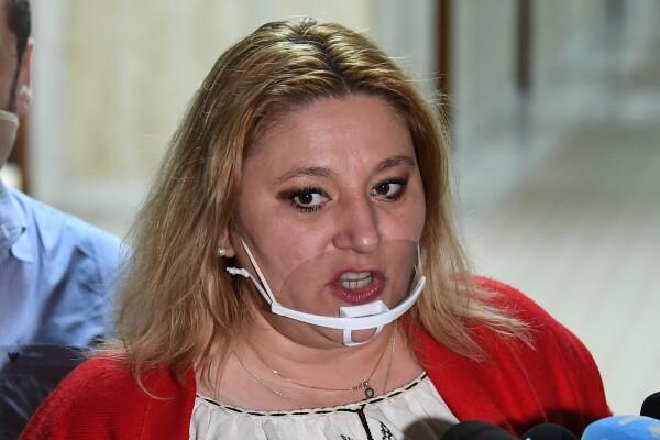 Senatoarea Șoșoacă este acuzată că a blocat un centru de vaccinare împotriva Covid-19