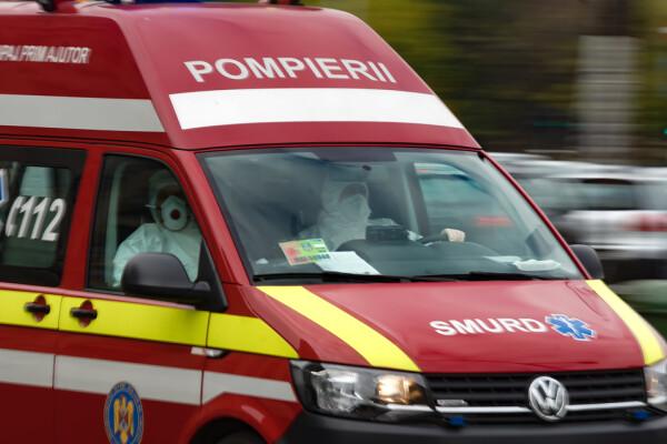 Ambulanțele sunt chemate non-stop de oameni care cer testare pentru Covid