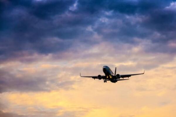 Un avion WizzAir care venea de la Bergamo cu peste 100 de pasageri la bord s-a defectat în zbor, la Iași