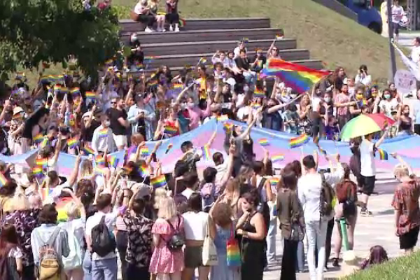 """Marș al comunității LGBT în Cluj-Napoca: """"Avem dreptul să ne iubim și avem dreptul la familie"""""""