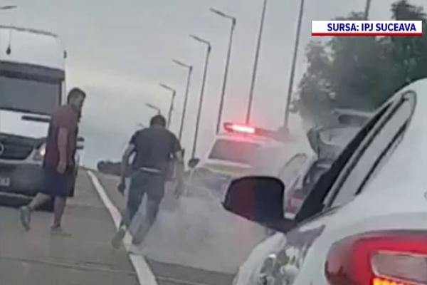Un polițist din Suceava a devenit erou după ce a salvat viața unui șofer. Mașina acestuia a luat foc în trafic