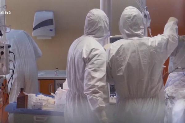 Primul focar din al patrulea val al pandemiei, în România. Sunt cel puțin 13 persoane infectate