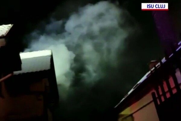 Incendiu într-o gospodărie din Cluj. Focul a distrus acoperișul
