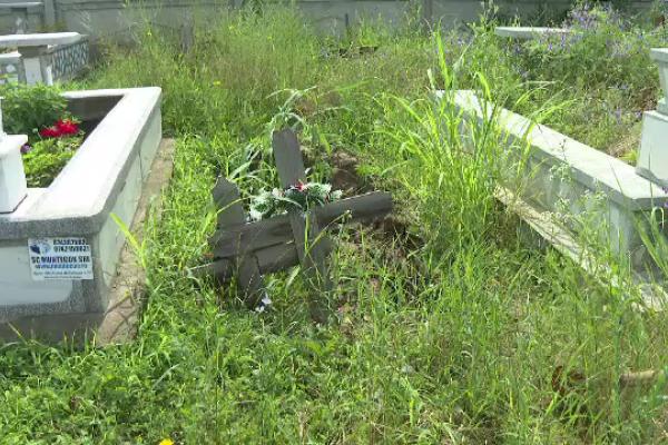 Aproape 1.000 de morminte, distruse în Galați în urma ploilor din ultima lună