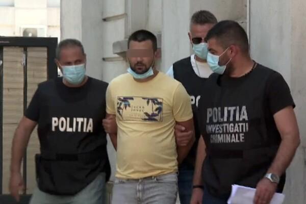 Un român urmărit internațional de trei ani se ascundea într-o cameră secretă din casa părintească, la Galați