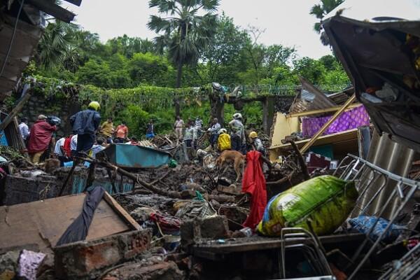 Cel puţin 25 de morţi în Mumbai în urma alunecărilor de teren provocate de ploi torenţiale