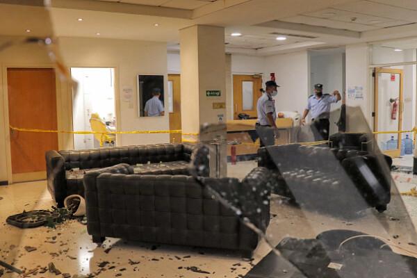 Proteste față de restricțiile anti-Covid, în Cipru. Un post de televiziune a fost atacat. GALERIE FOTO