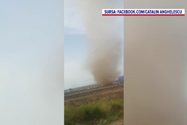Video. O coloană imensă de praf a fost filmată lângă Ploiești