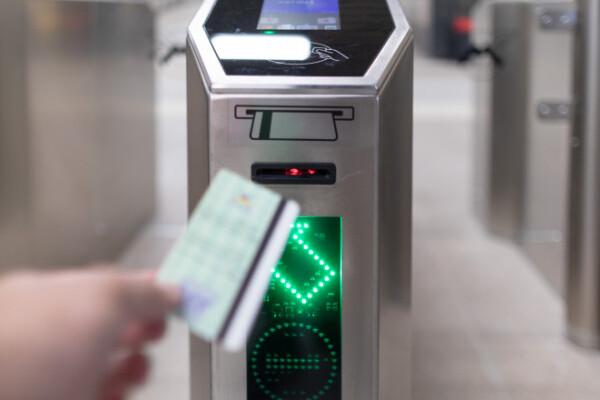 Campanie Metrorex: Cinci PET-uri, sticle sau doze pentru o călătorie cu metroul