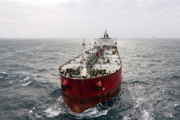 Un român membru al echipajului petrolierului Mercer Street, ucis într-un atac asupra navei în Marea Arabiei
