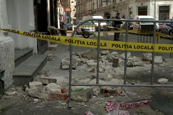 Faţadele nereparate ale blocurilor vechi din București se înmulțesc. Proprietarii spun că nu au bani de reparaţii