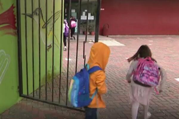 Momente emoționante în școlile din România. Cum au reacționat elevii în prima zi de cursuri