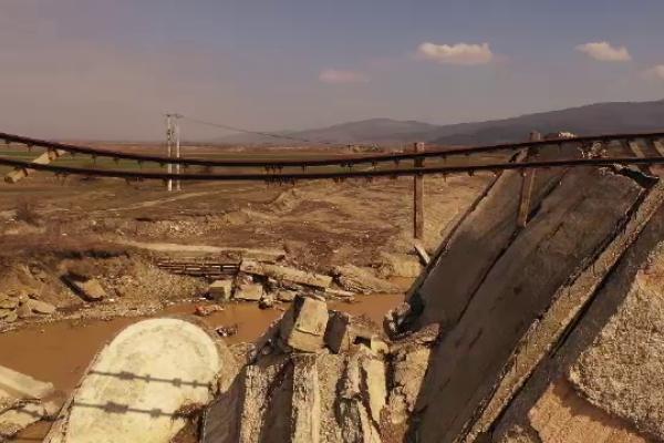 pod de cale ferata prabusit