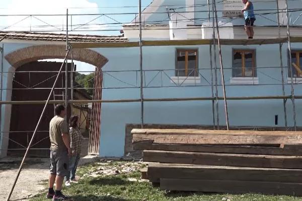 Cum sunt distruse casele săsești dintr-un sat din Mureş care se află în patrimoniul UNESCO