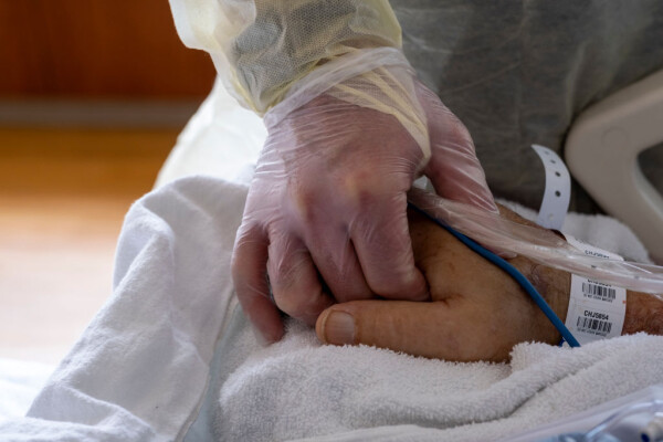 Situație disperată în țară, din cauza Covid-19. Pacienții sunt conectați la oxigen, direct de pe scaune