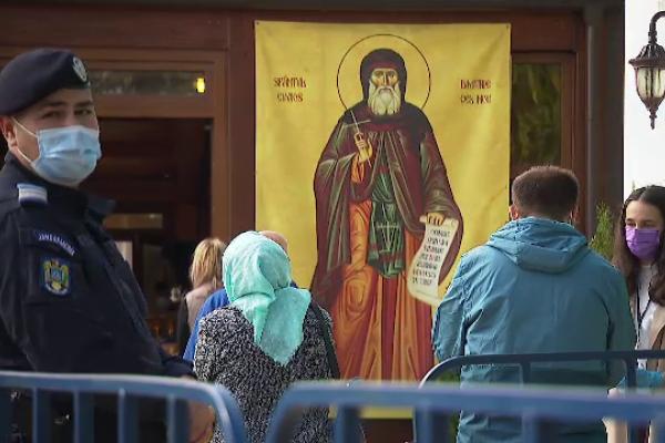 """Peste 10.000 de pelerini, la moaștele Sf. Dimitrie cel Nou: """"Să ne rugăm pentru boală"""""""