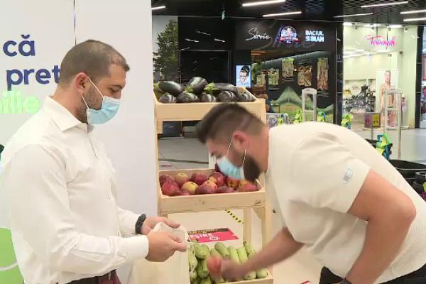 Cum sunt recompensați cei care merg să recicleze la hipermarketuri: Termosuri, fructe, produse alimentare și alte surprize