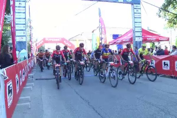 Competiție ciclistă pentru copiii bolnavi de cancer, în Dâmbovița. Traseul a fost o adevărată provocare