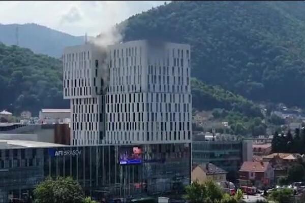 Panică într-un mall din Brașov, după ce a pornit alarma de incendiu. Care ar fi fost cauza izbucnirii focului