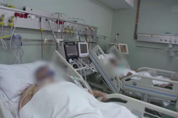 Numărul de infectări cu SARS-CoV-2 s-a dublat în septembrie față de luna trecută. Spitalele rămân fără locuri la ATI