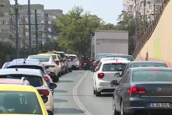 Aglomerație în trafic, în prima zi de școală. Șoferii riscă amenzi pentru a câștiga câteva minute