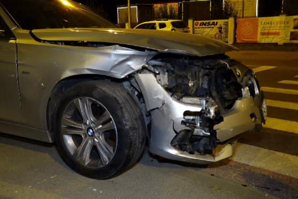 Un șofer de 25 de ani a provocat un accident teribil. Tânărul a condus cu permisul suspendat și era băut