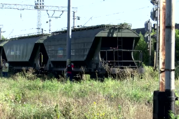Un copil de 14 ani s-a electrocutat după ce s-a urcat pe un tren. Are arsuri pe 70% din suprafața corpului