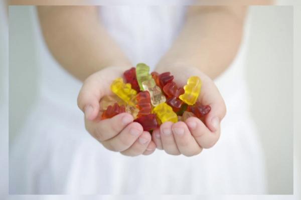 Studiu: 65% dintre copiii de până la 14 ani mănâncă dulciuri în fiecare zi
