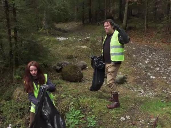 Acțiune de ecologizare organizată de jurnalistul britanic Charlie Ottley