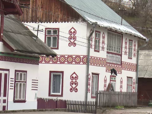 Satul din Bucovina desemnat una dintre cele mai colarate destinații europene