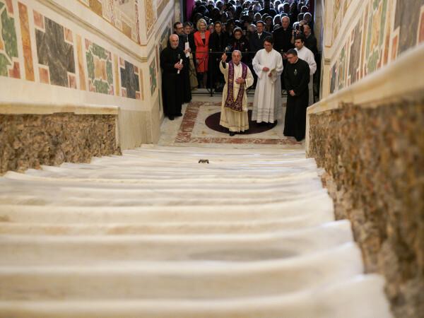Ce se întâmplă cu Scara Sfântă pe care ar fi urcat Iisus - 6