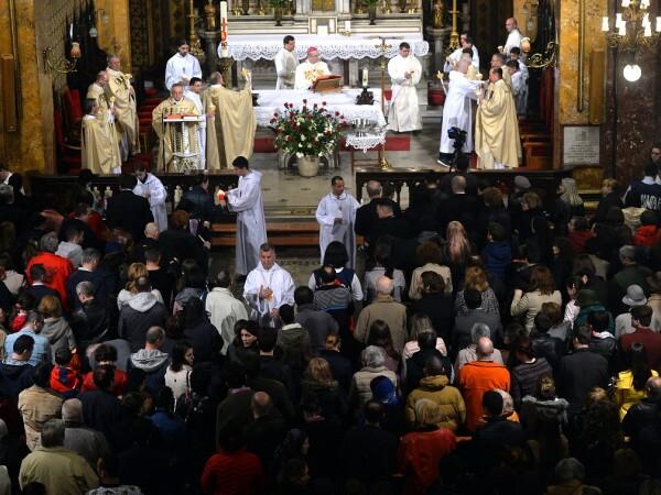 Celebrarea Invierii Domnului, de catre credinciosii din Arhidieceza Romano-Catolica, la Catedrala Sfantul Iosif din Bucuresti