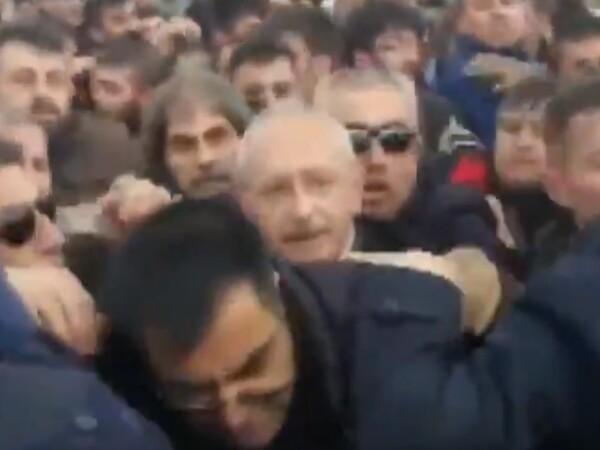 Un important politician, atacat la înmormântarea unui soldat