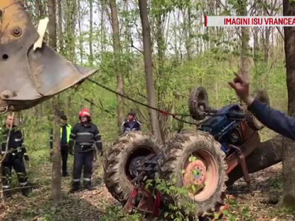 Un bărbat a murit strivit de tractorul pe care îl conducea