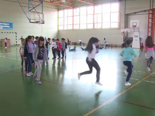 ore de sport in scoli, elevi, educatie fizica, sali de sport in scoli