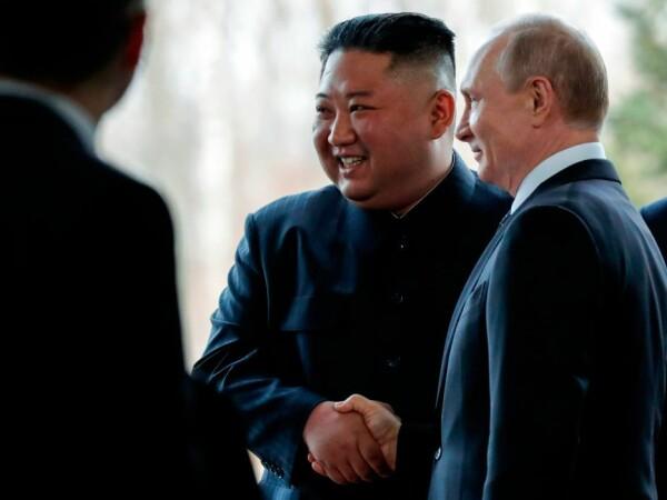 Gestul făcut de Vladimir Putin la întâlnirea istorică cu Kim Jong-un. VIDEO - 6