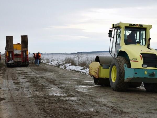 Lucrari de modernizare a drumului national DN 24 C, intre localitatile Manoleasa si Radauti Prut