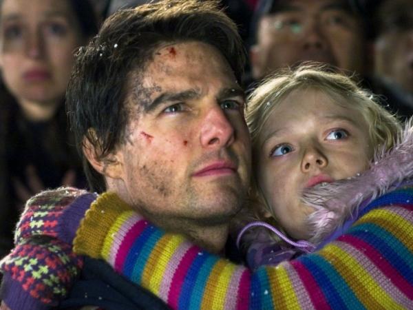 """Dakota Fanning, micuța care a jucat alături de Tom Cruise în filmul """"Războiul lumilor"""" s-a transformat într-o bombă sexy"""