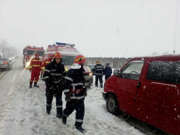 ninsoare, vreme rea, iarna, incidente