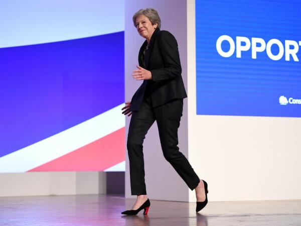 Premierul britanic Theresa May la o conferință de presă