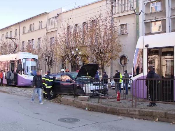 Impact violent la Timișoara, după ce un șofer nu a acord prioritate tramvaiului