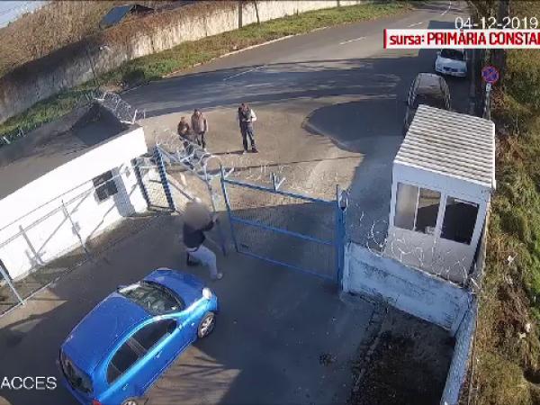 Momentul în care un șofer vrea să-și ia mașina ridicată de polițiști, fără să plătească